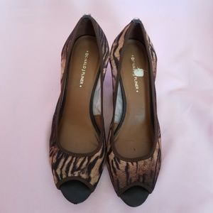 "DONALD J PLINER ""MOLLY"" Meash Peep Toe Wedges 10"